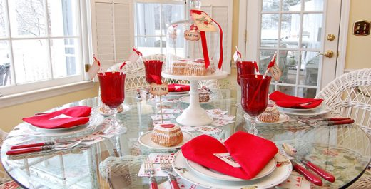 valentines-day-table-setting-with-an-alice-in-wonderland-queen-of-hearts-theme_wm