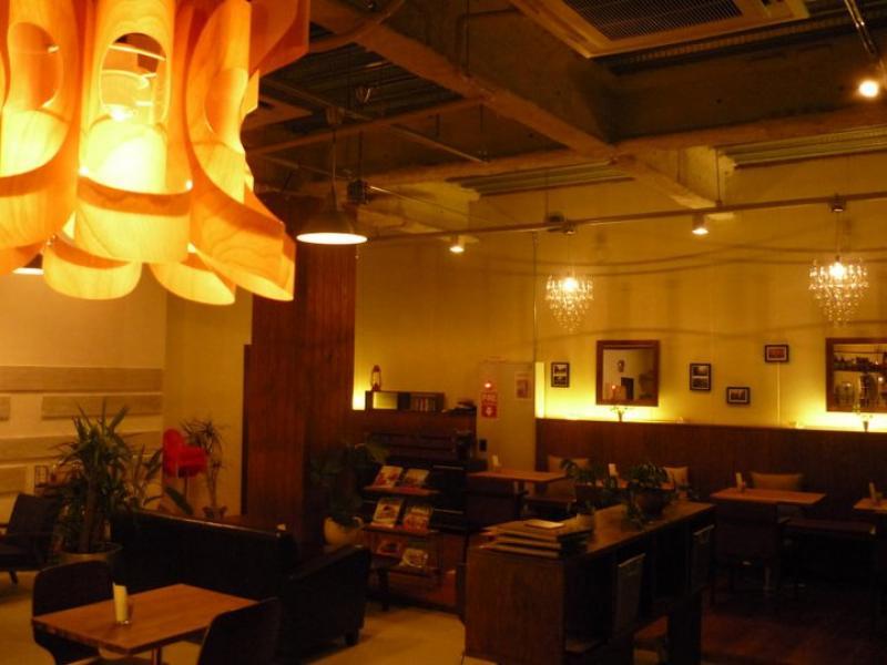 店内はオシャレな照明から暖色系の灯りがムーディな雰囲気を演出。ちょっと大人のパーティーもいいかも♪