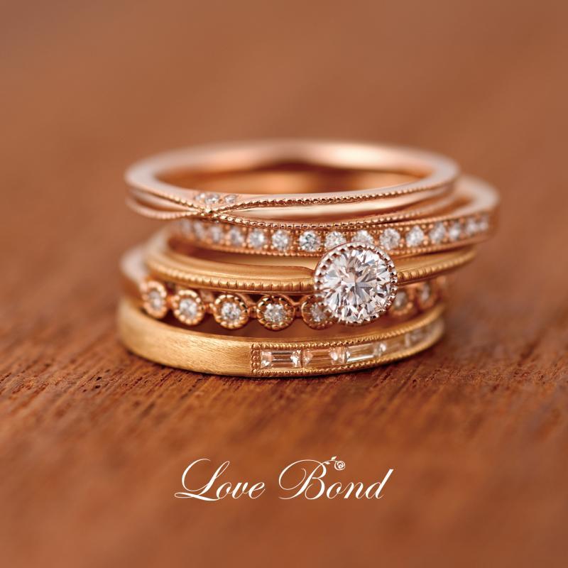 【Love Bond】「Love(愛)」と「Bond(絆)」をテーマにした、細いラインのリング。シンプルな中にもダイヤモンドがお洒落にあしらわれているデザインが人気